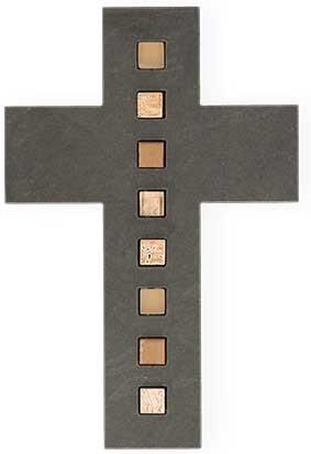 Schieferkreuz mit Mosaiksteinen